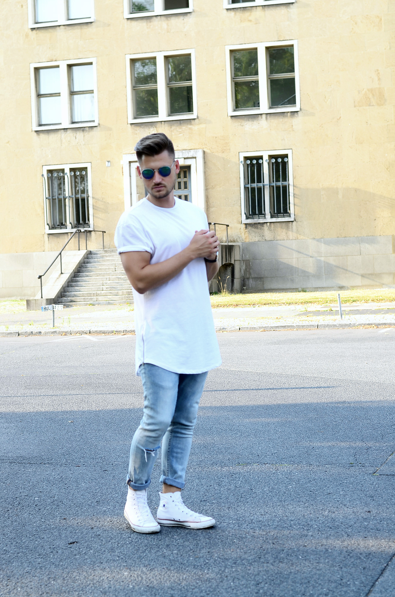 OUTFIT CASUAL IN LONGSHIRT & CONVERSE