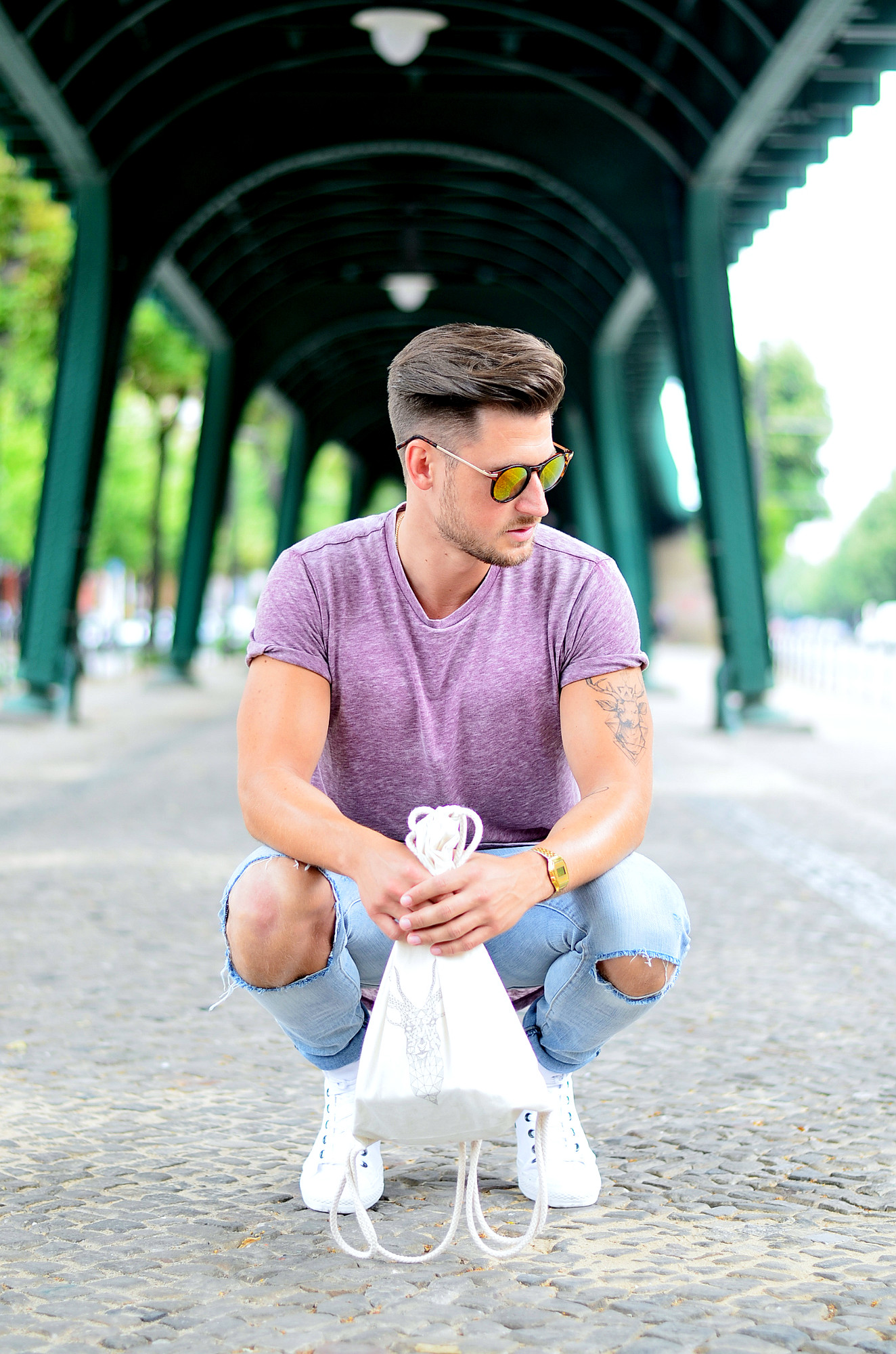 TommeezJerry-Converse-Chucks-weiß-Men-Fashion-Blg-Berlin-Outfit-Look-Longshirt-destroyed-Jeans-Men-Style-Blog-Look-Outfit-Berlin-Fashionblog