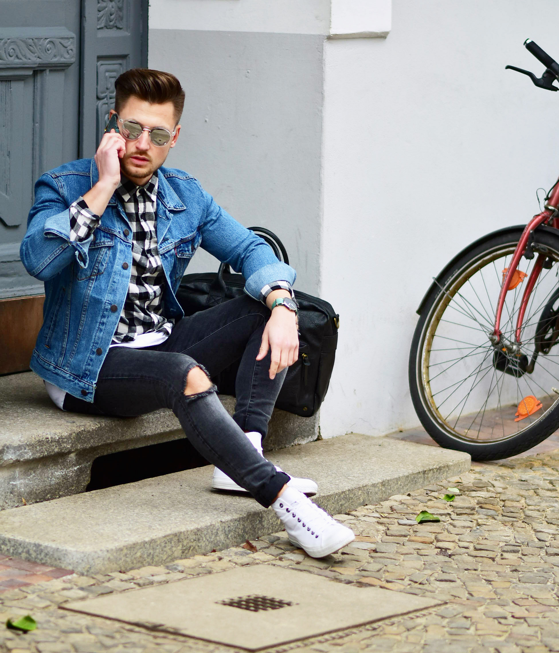 Tommeezjerry-Styleblog-Männerblog-Modeblog-Berlin-Outfit-Jeanslook-Ripped-Jeans-Jeansjacke-Levis-Converse-Chucks-Travelbag