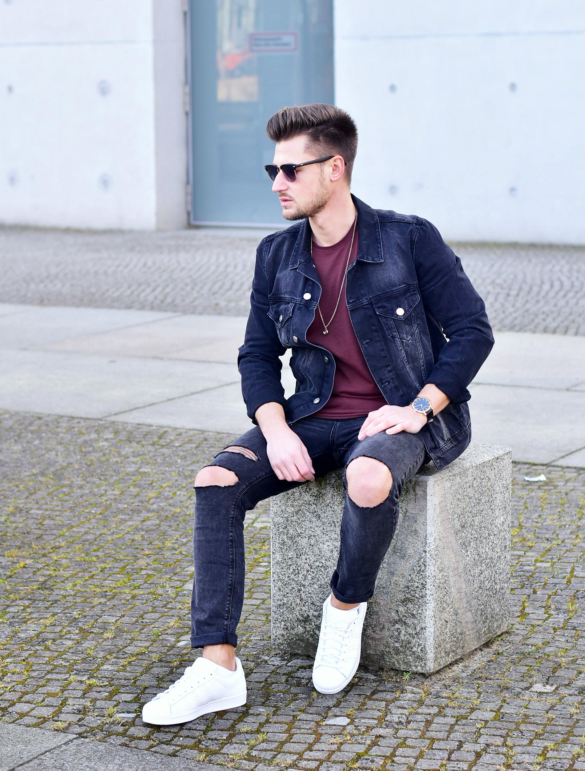 Tommeezjerry-Styleblog-Männerblog-Modeblog-Berlin-Outfit-Jeanslook-Ripped-Jeans-Jeansjacke-Adidas-Superstar-Adidas-Longshirt-Goldschmukc
