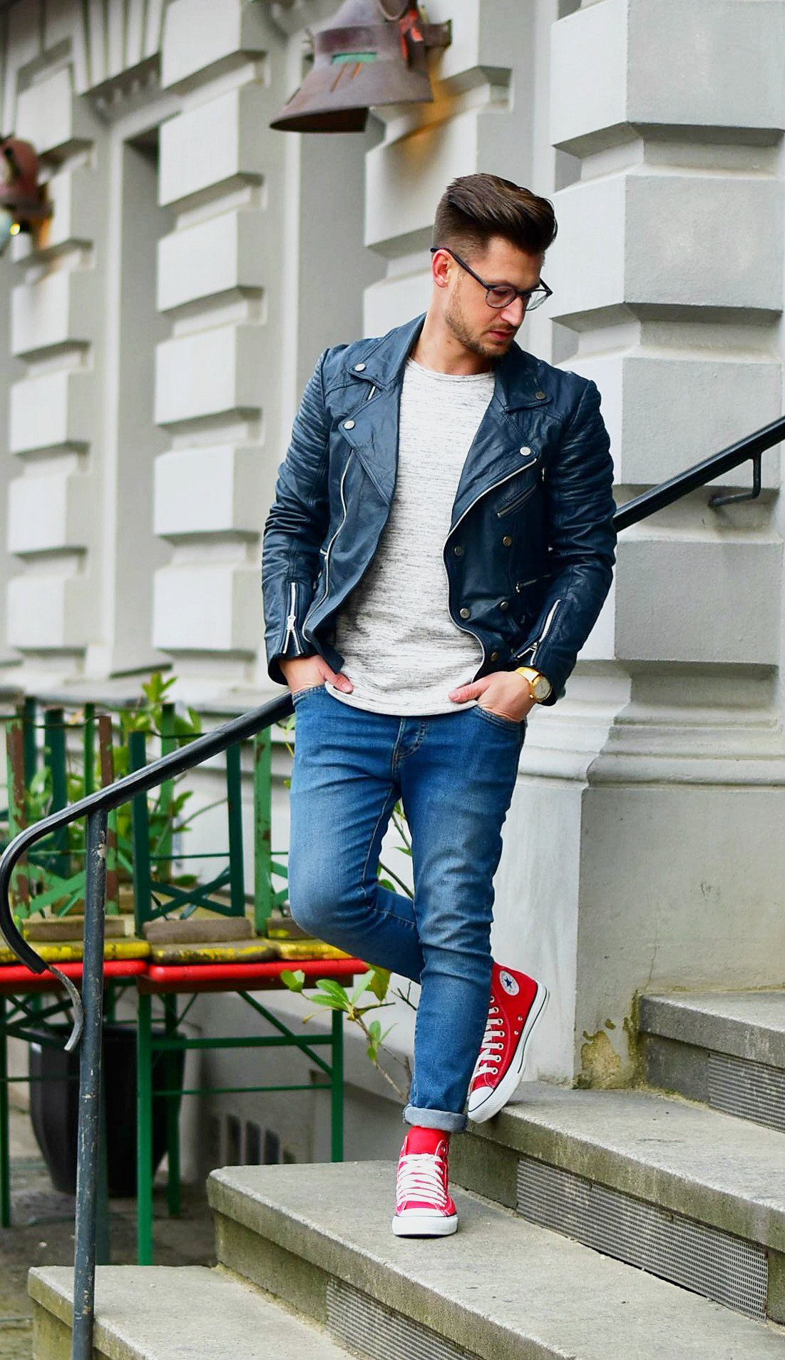 OUTFIT ROTE CONVERSE CHUCK TAYLOR