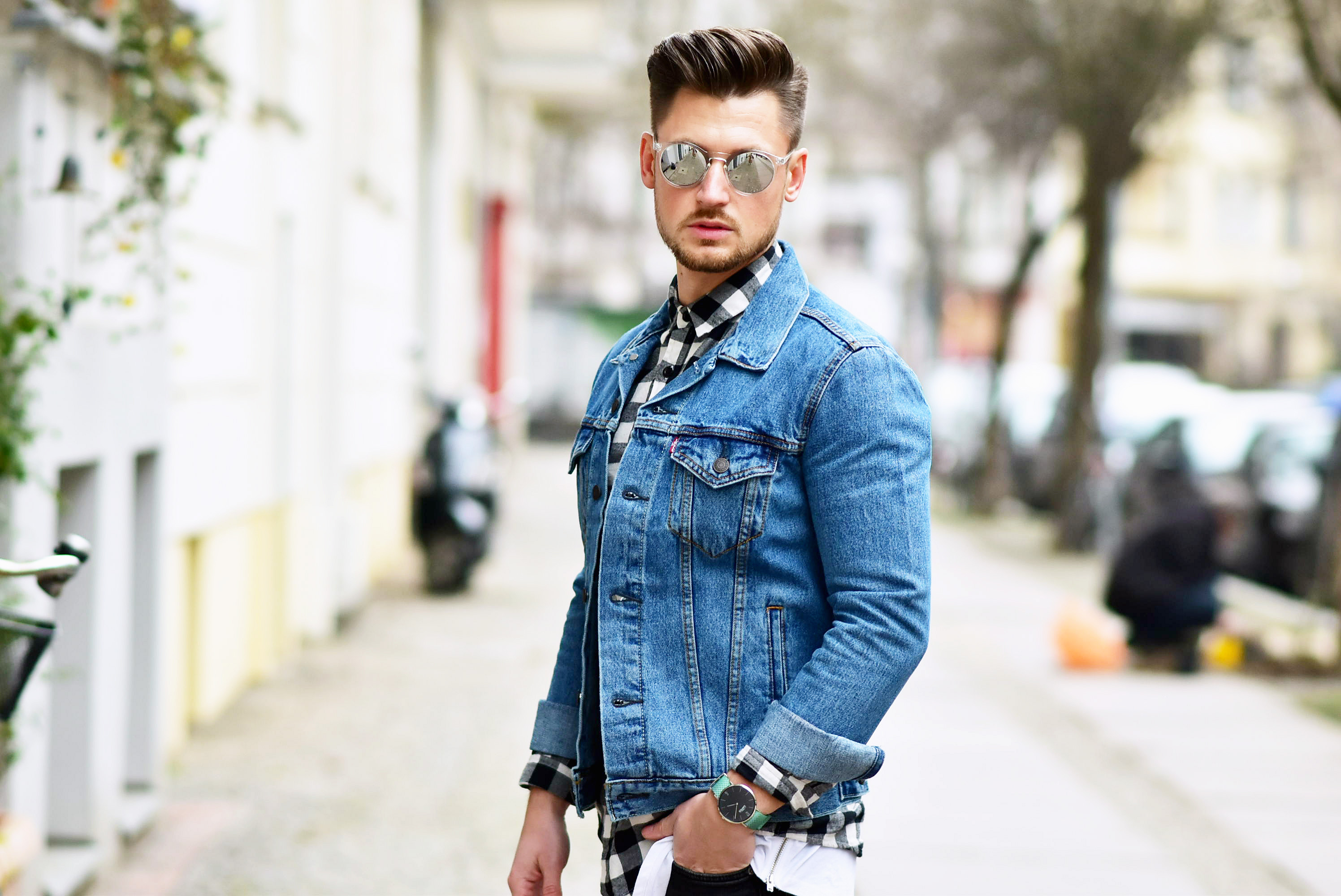 Tommeezjerry-Styleblog-Männerblog-Modeblog-Berlin-Outfit-Jeanslook-Ripped-Jeans-Jeansjacke-Levis-Converse-Chucks-Travelbag