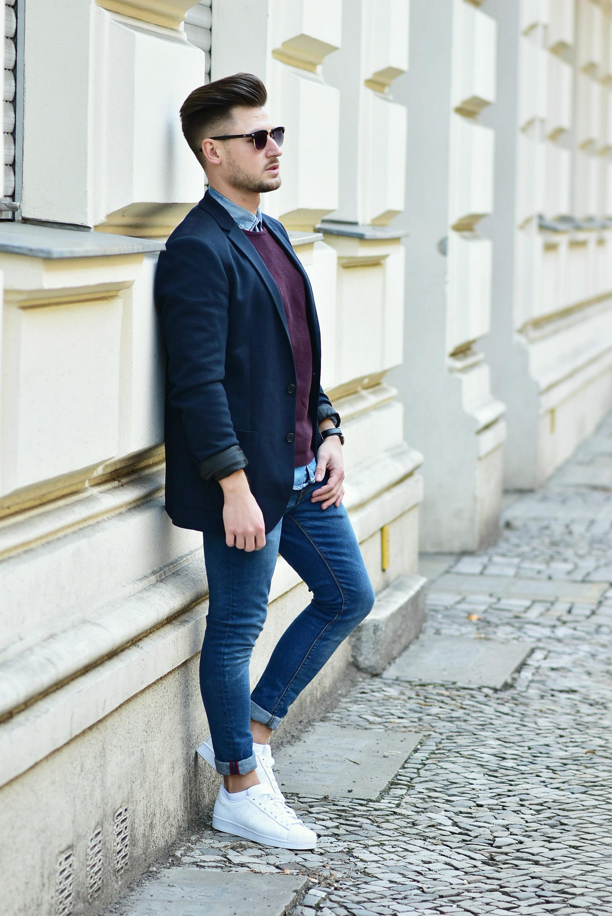 Tommeezjerry-Styleblog-Männerblog-Männer-Modeblog-Berlin-Berlinblog-Outfit-Streetlook-Skinny-Jeans-Roter-Sweater-Sonnenbrille-Jeanshemd-Adidas-Superstar-Blazer-Smart-Look-Denim-Look