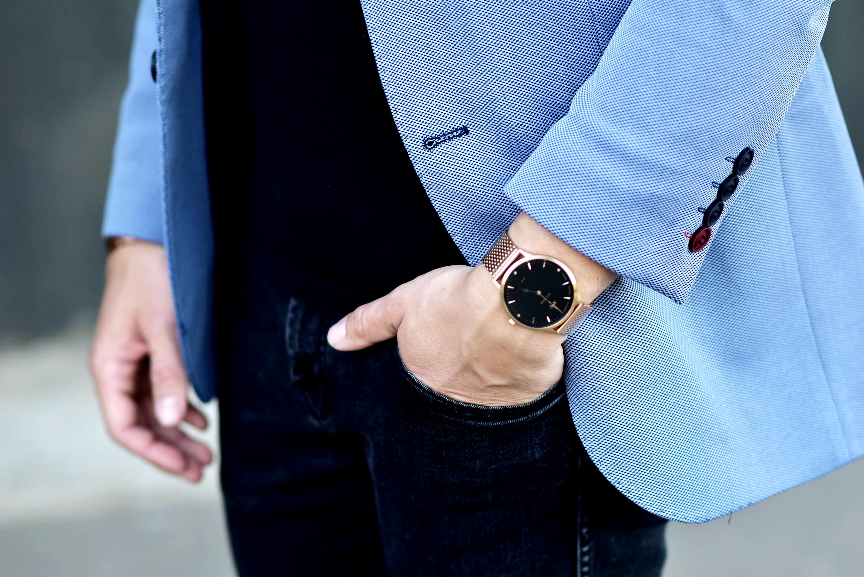 Tommeezjerry-Styleblog-Männerblog-Männer-Modeblog-Berlin-Berlinblog-Outfit-Streetlook-Royalblauer-Blazer-Royalblue-All-Black-Look-Chelsea-Boots-Skinny-Jeans-10