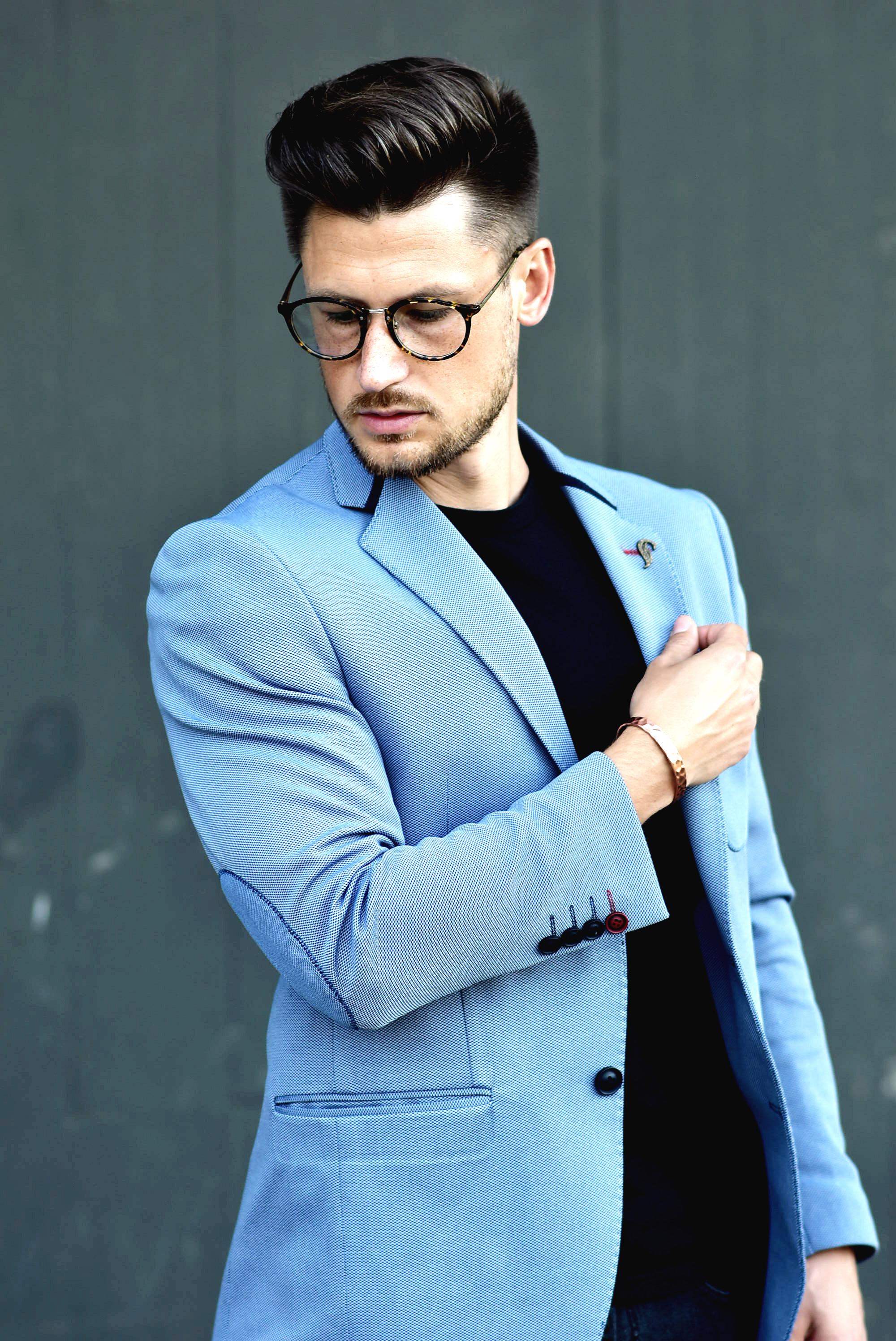 Tommeezjerry-Styleblog-Männerblog-Männer-Modeblog-Berlin-Berlinblog-Outfit-Streetlook-Royalblauer-Blazer-Royalblue-All-Black-Look-Chelsea-Boots-Skinny-Jeans-11