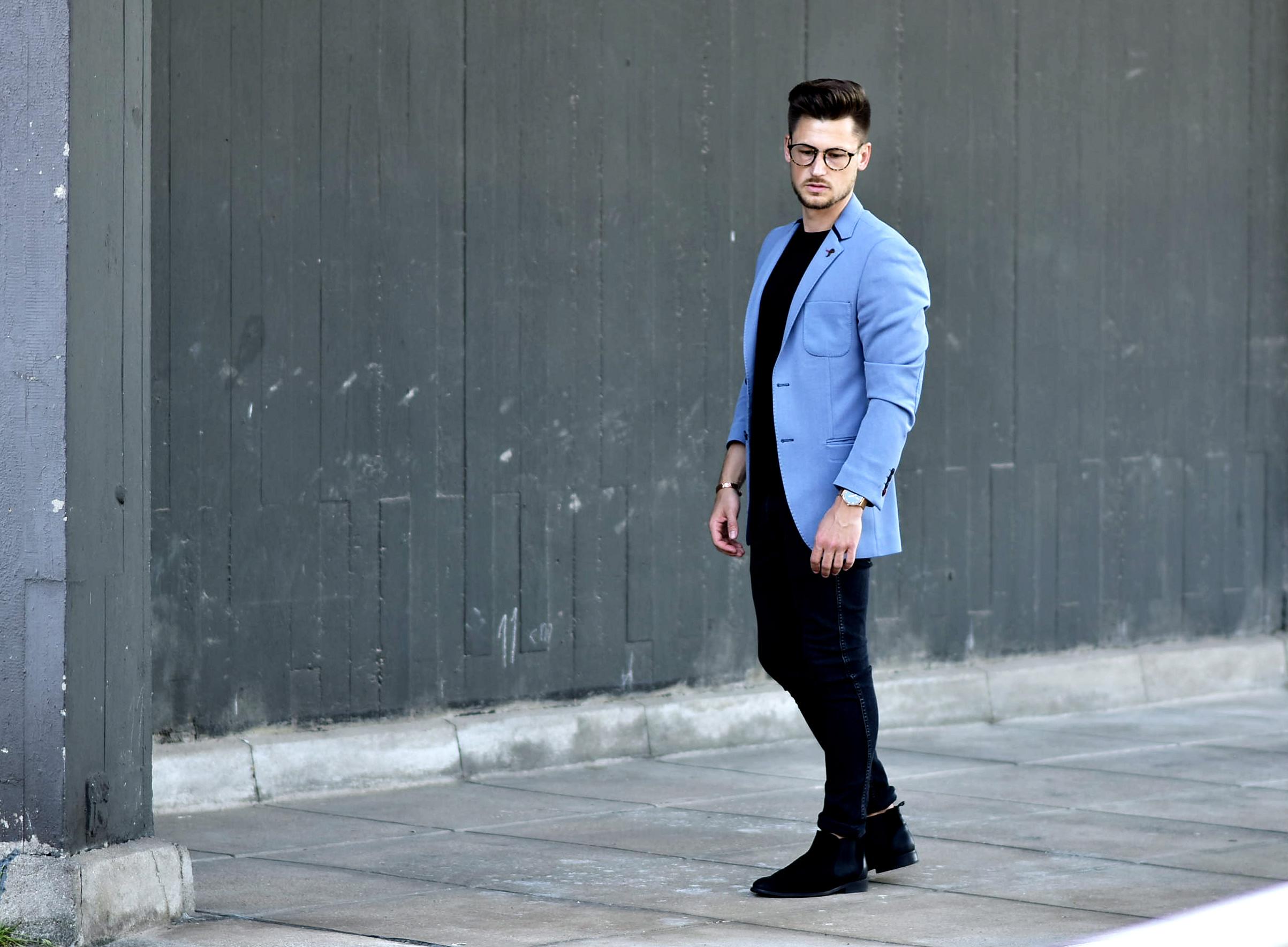 Tommeezjerry-Styleblog-Männerblog-Männer-Modeblog-Berlin-Berlinblog-Outfit-Streetlook-Royalblauer-Blazer-Royalblue-All-Black-Look-Chelsea-Boots-Skinny-Jeans-2