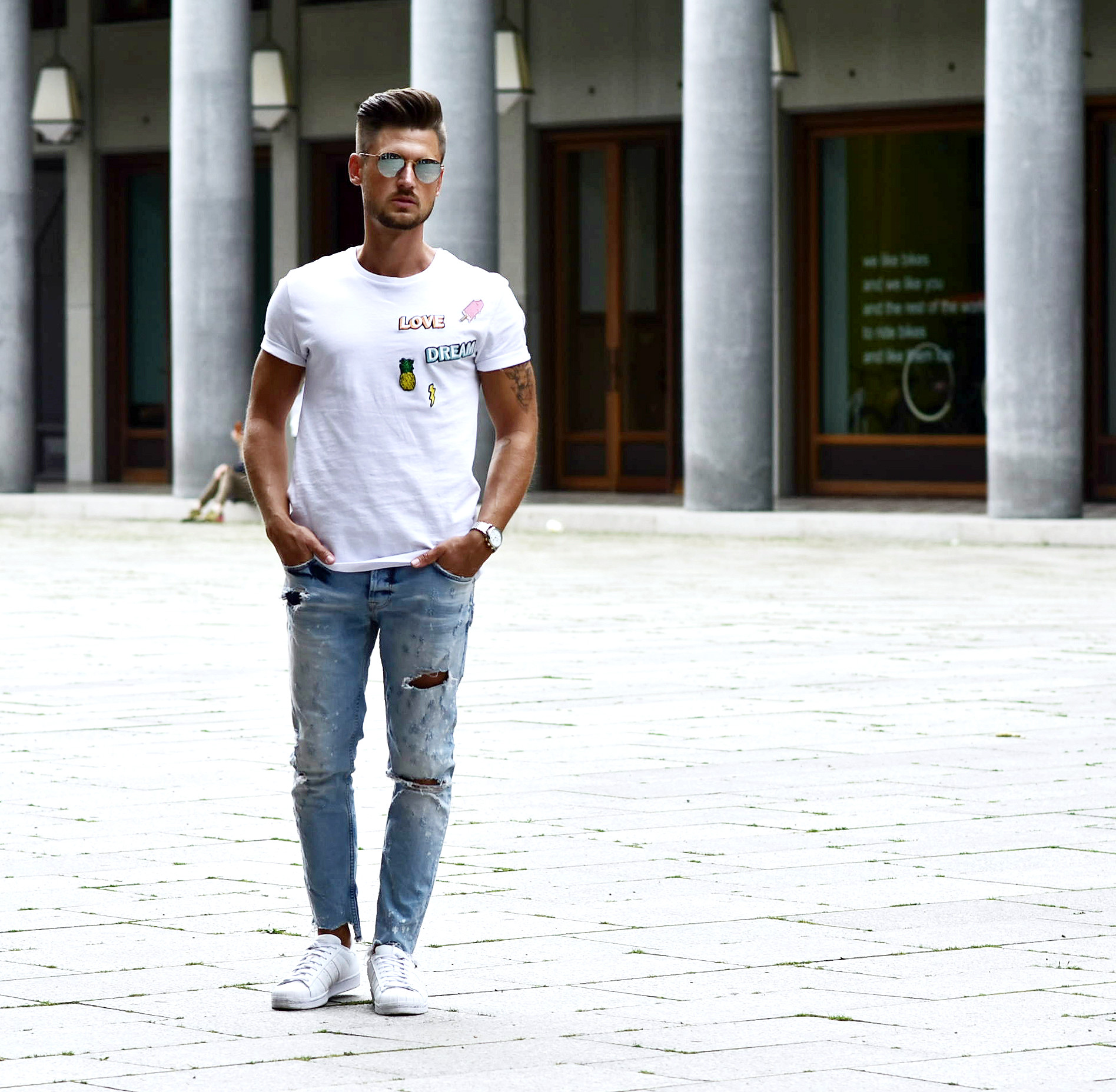 Tommeezjerry-Styleblog-Männerblog-Männer-Modeblog-Berlin-Berlinblog-Outfit-Streetlook-T-Shirt-Patches-Skinny-Jeans-Ripped-Jeans-Ray Ban-Adidas-Superstar-Triwa-Patcheslook-Patchesstyle