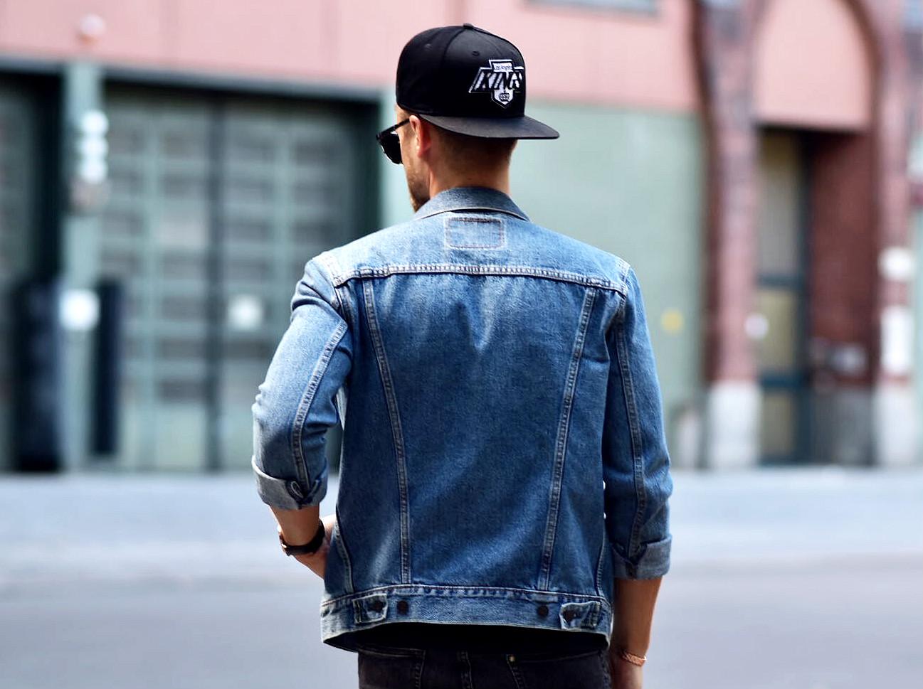 Tommeezjerry-Styleblog-Männerblog-Männer-Modeblog-Berlin-Berlinblog-Männermodeblog-Fashionblog-Outfit-Denim-Black-Look-Levis-Jeans-New-Era-Daniel-Wellington-Chelsea-Boots-Triwa