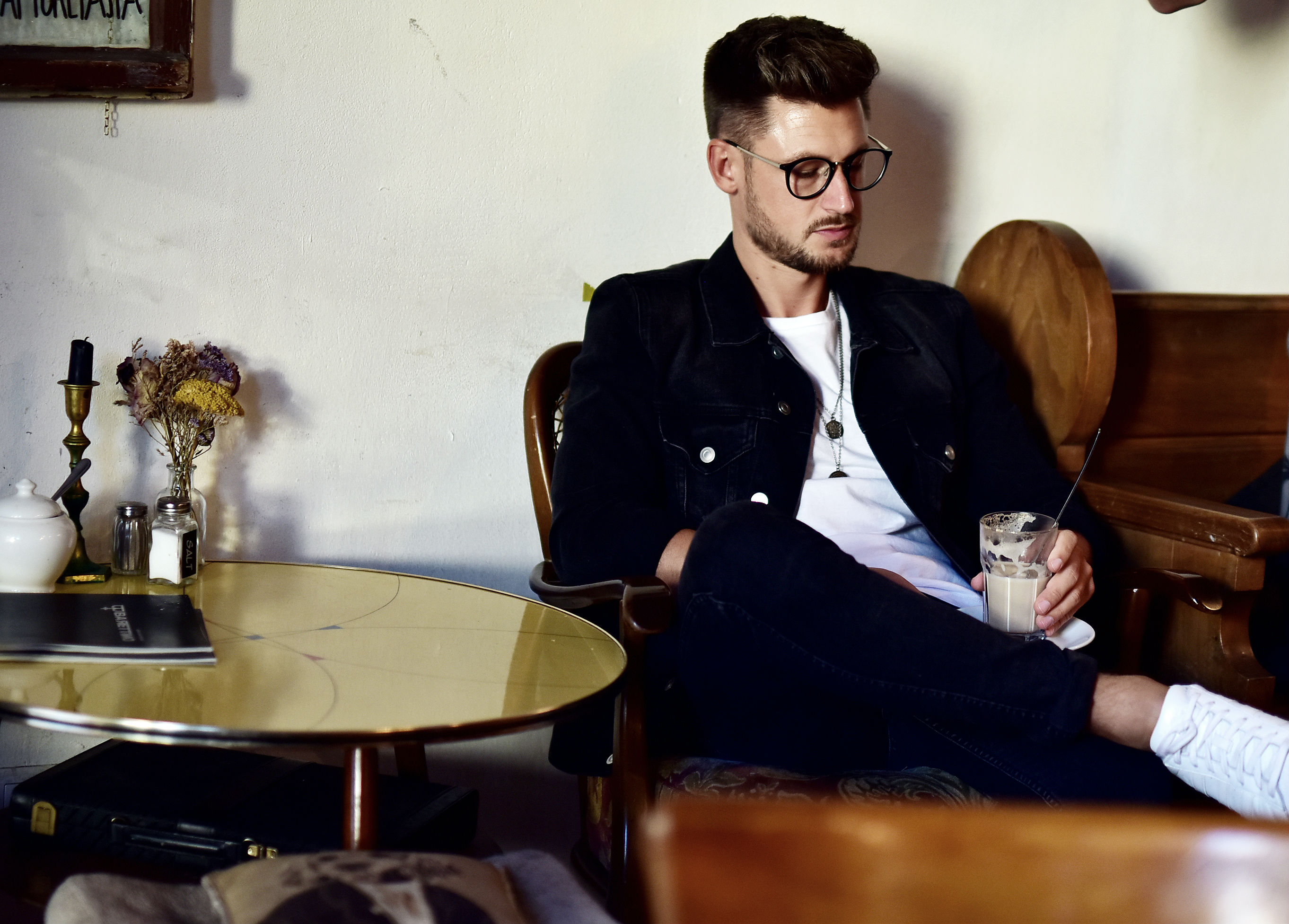 Tommeezjerry-Styleblog-Männerblog-Männer-Modeblog-Berlin-Berlinblog-Männermodeblog-Fashionblog-Cafe-Lilienthal-Uhr-Pilotwatch-Casual-Denim-Look