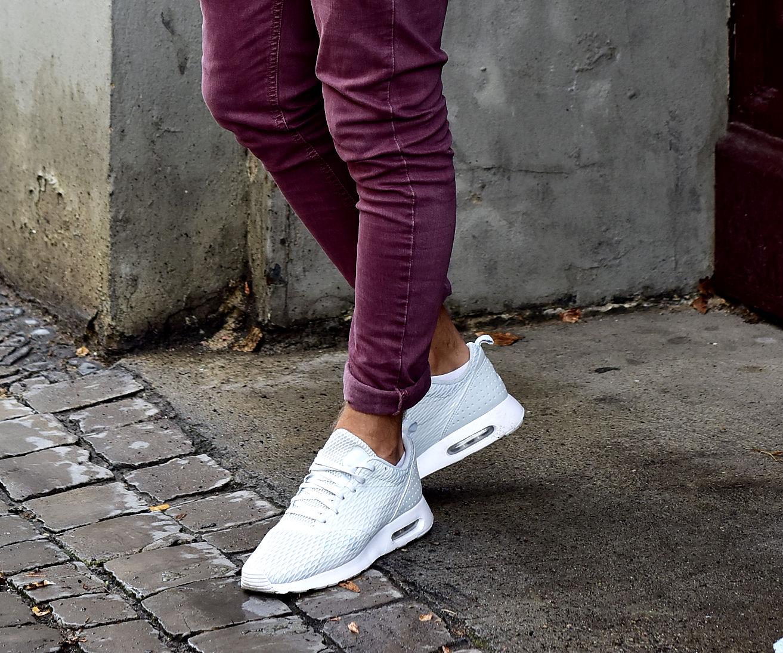 Tommeezjerry-Styleblog-Männerblog-Männer-Modeblog-Berlin-Berlinblog-Männermodeblog-Outfit-Nike-Sneaker-Creme-Sweater-Bordeaux-Burgundy-Skinny-Jeans-Zara-Thomas-Sabo-Carrear-Sonnebrille