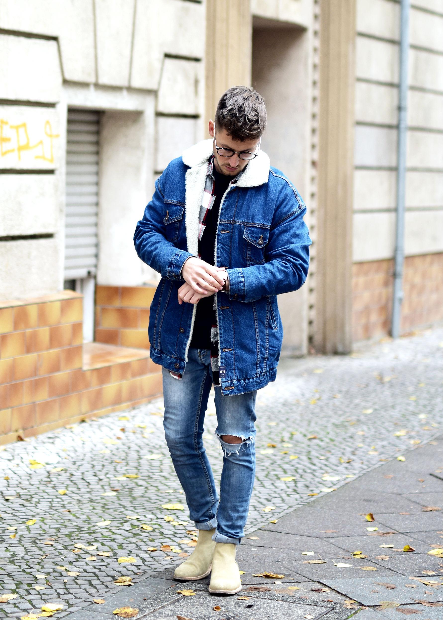 Helle jeansjacke mit fell