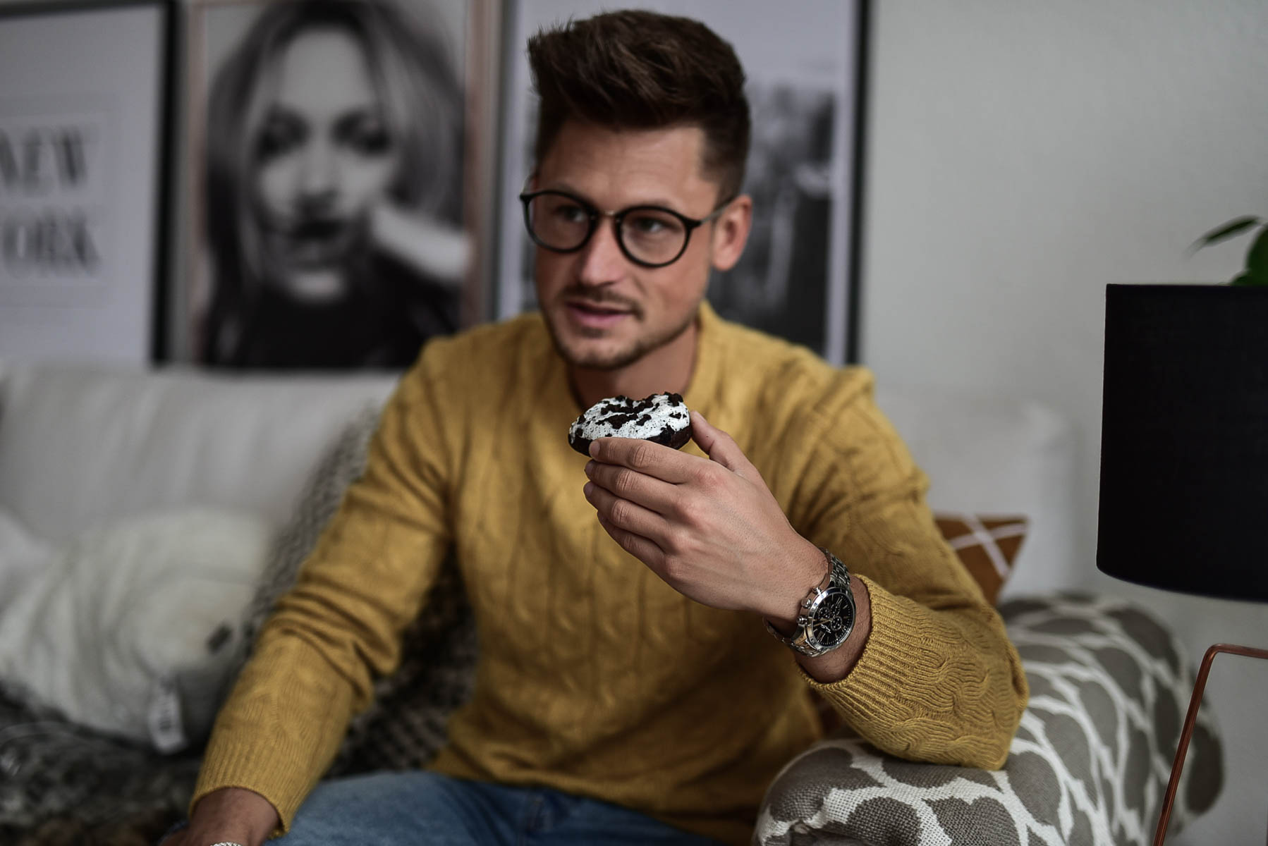 Tommeezjerry-Fashionblog-Lifestyleblog-Styleblog-Männerblog-Männer-Modeblog-Berlin-Berlinblog-Männermodeblog-Outfit-Sweater-Yellow-Ripped-Jeans-Oreo-Donut