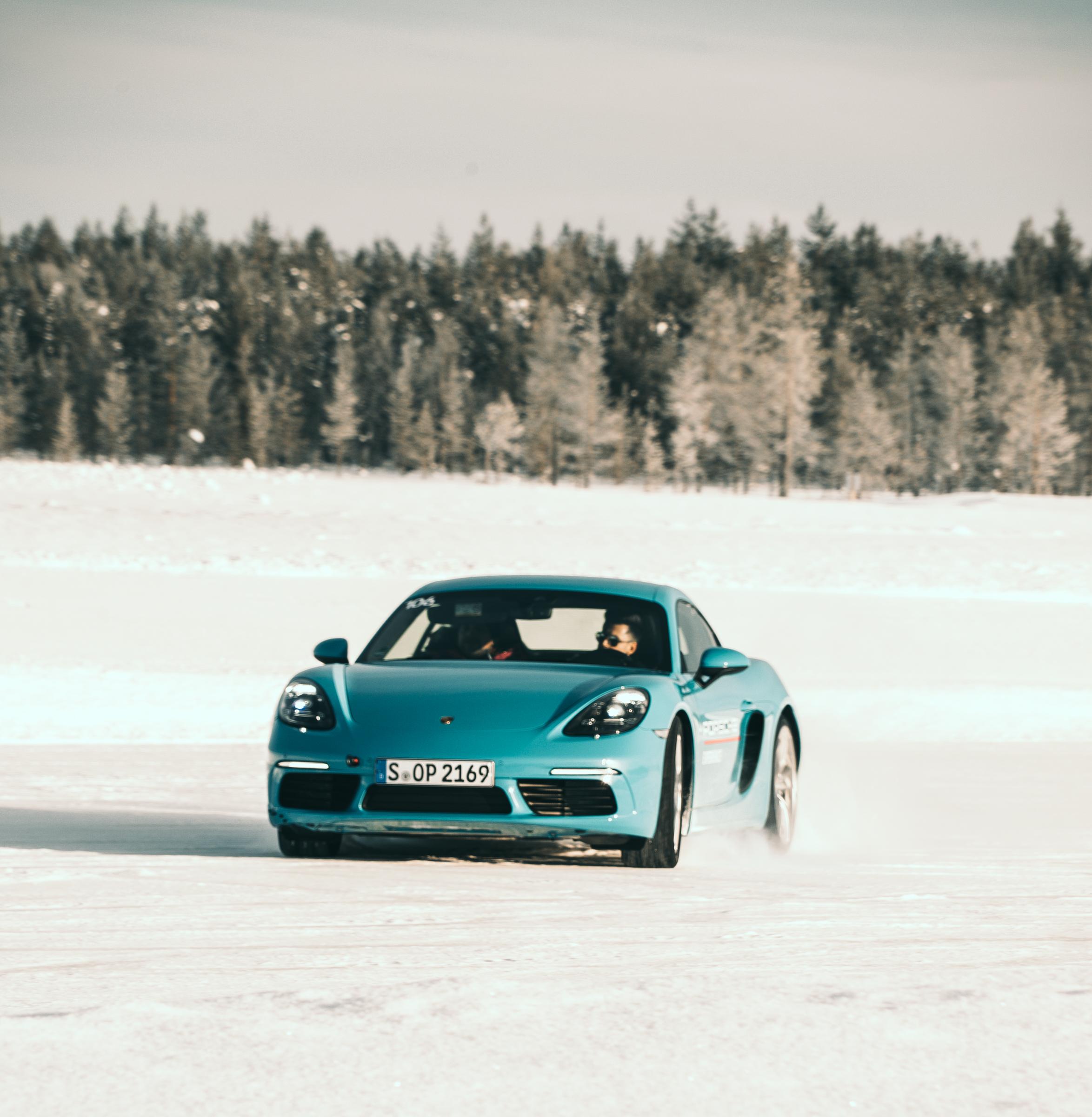 Tommeezjerry-Lifestyleblog-Fashionblog-Maennermodeblog-Maennerblog-Modeblog-Porsche-Ice-Drive-Experience-Levi-Finland-911-Drifting-Winterwonderland-Cars-Driving-School